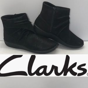 New! Clarks Cloudstepper Booties Size 8